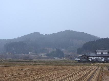 H29.12.25雪に煙る三倉山.jpg